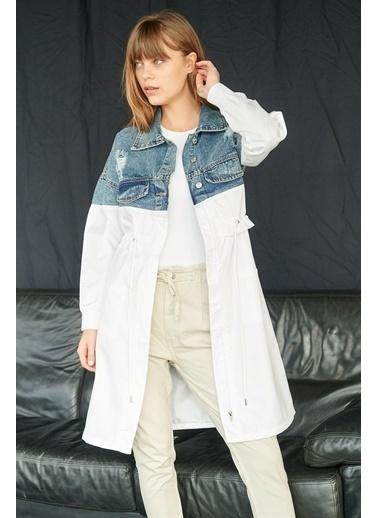Levure Eskitmeli Cep Detaylı Kot Ceket Beyaz